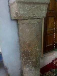 Pillier en grè d'origine à Mosquée de Bab Zir, rénovée en 2011