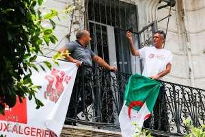 Rachid Nekkaz et sa pancarte qui a fait polémique à propos de TOTAL