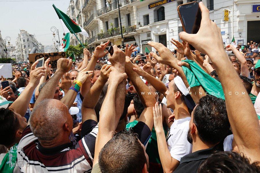 El Yed Fel Yed (Main dans la main) le peuple algérien uni comme jamais