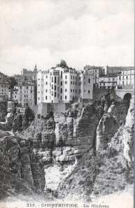 صورة تعود إلى سنة 1918 . وهي منظر على المدرسة قبل بناء جسر ملاح سليمان ( قنطرة السانسور ) سنة 1925.