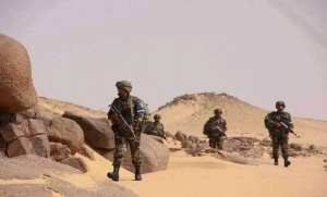 الجيش الجزائري في الحدود الليبية