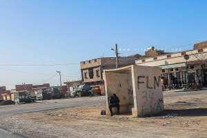 Les arrêts de bus en Algérie se suivent mais ne se ressemblent jamais ...
