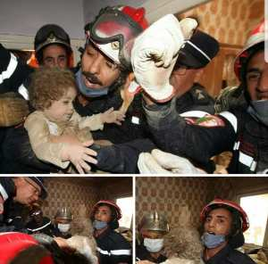في الصورة الرضيعة ذات السنتين بعدما كانت محصورة بين الطابقين إثر انهيار بناية بحسين داي بالجزائر العاصمة.