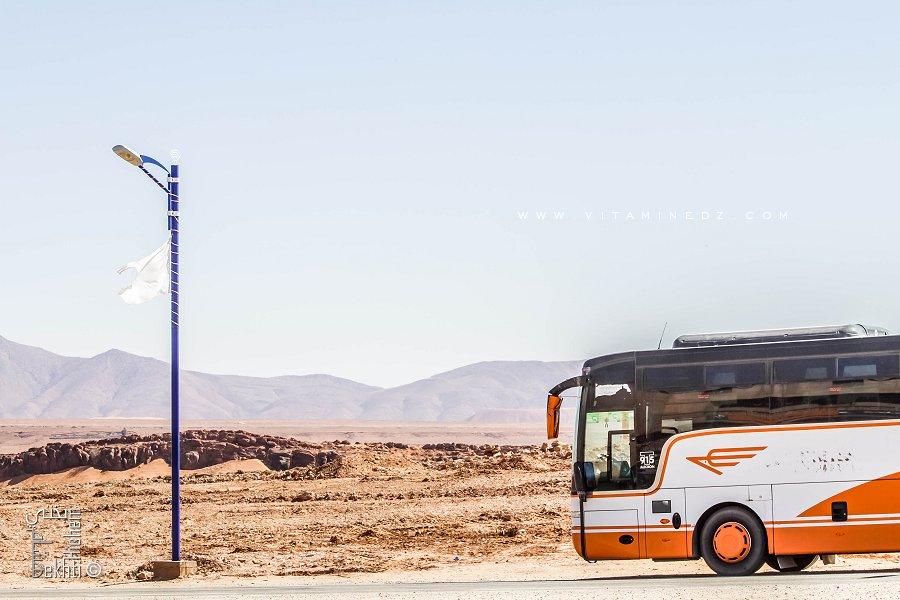 Les Cars - Bus TV interwilayas (ici faisant un arrêt à Chellala)