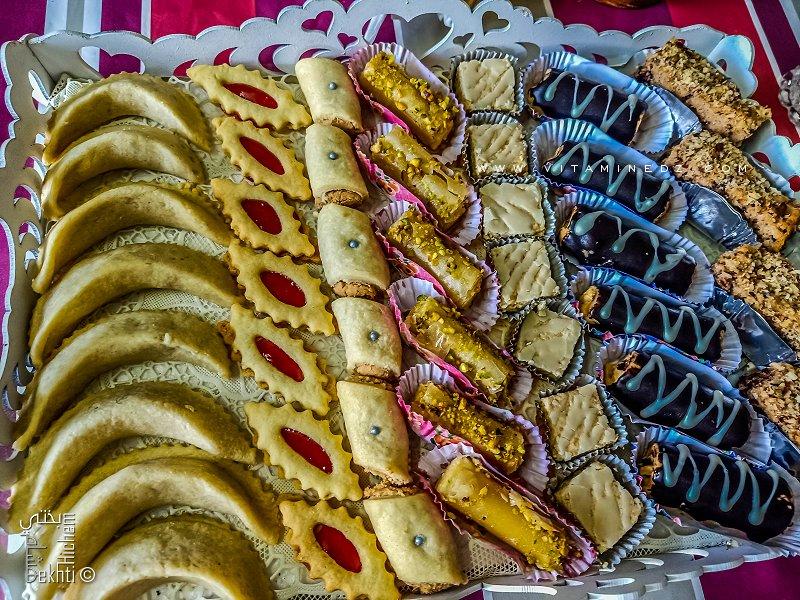 Plateau varié de gâteaux de l'Aid