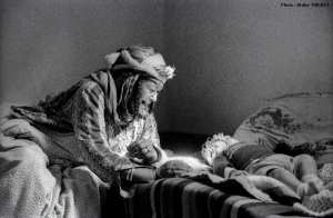 Grand mère mozabite avec son petit fils