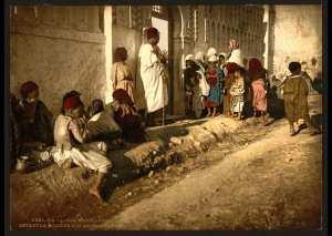 Mendiants devant la mosquée de « Sidi Abderrhamane ». Alger (Algérie)