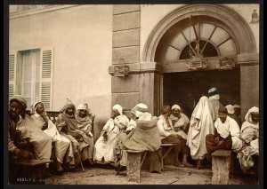 Hommes arabes au café. Alger (Algérie)