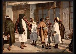 Hommes arabes discutant. Alger (Algérie)