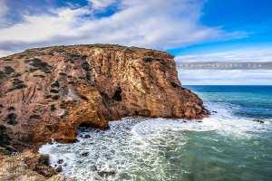 Falaise et rochers séparant El Ouardaniya de Malous