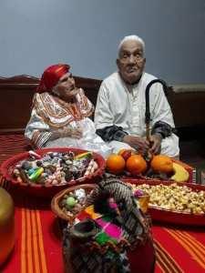الحاج موح بلقاسم يحتفل بيناير مع زوجته