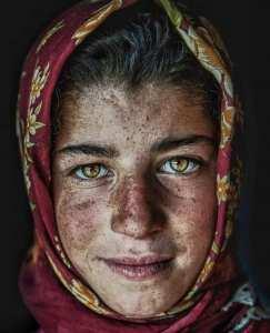 فتاة يتيمة فقيرة من قرية جنوب الجلفة