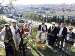الفلسطنيون يغرسون شجرة زيتون بإسم الرئيس تبون