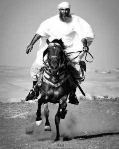 فارس بالزي العربي الاصيل