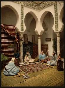 Femmes maures tissant des tapis arabes