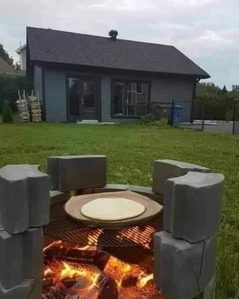 Préparer la galette au feu du bois à l'étranger