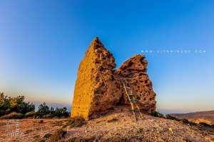 Bordj almohade des Beni Khellad, seul dans un paysage magnifique