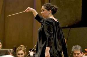 Zahia Ziouani, la cheffe d'orchestre algérienne qui dirige un prestigieux orchestre philarmonique