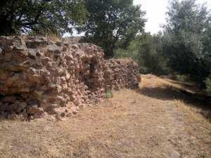 À 7 km au nord de Beni Aziz se trouve le site archéologique d'Ikjan