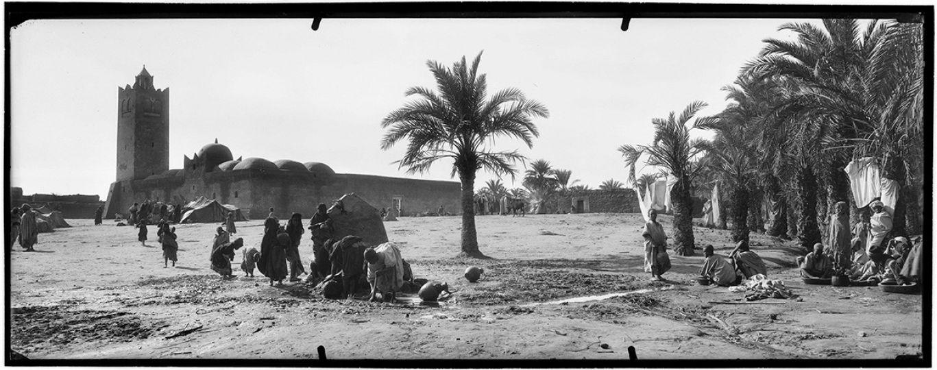 Village d'extrême Sud, la mosquée au sahara vers 1900