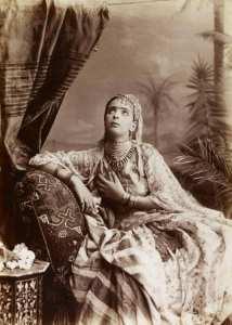 Jeune femme algérienne