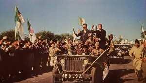 كريم بلقاسم وبن يوسف بن خدة ينضمان إلى الاحتفال بالاستقلال في الجزائر العاصمة ، يوليو 1962