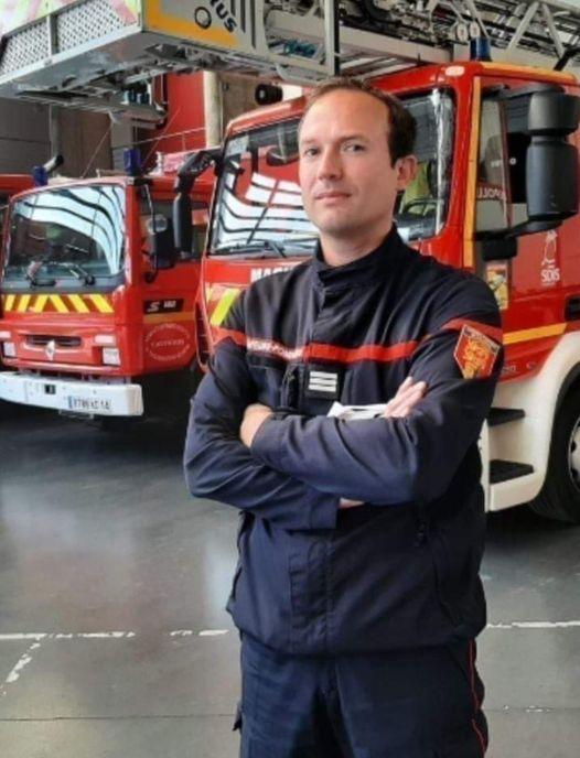 Precieux conseils d'un pompier professionnel de Beauvais (France) aux jeunes en lutte contre le feu en Kabylie: