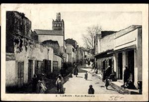 Rue de Mascara avec la Mosquée de Sidi Senoussi