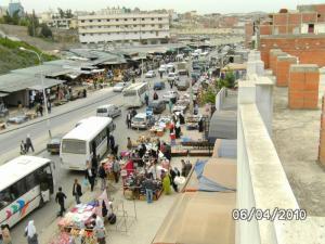 Marché des produits de consommations rue du volontariat (Guelma)