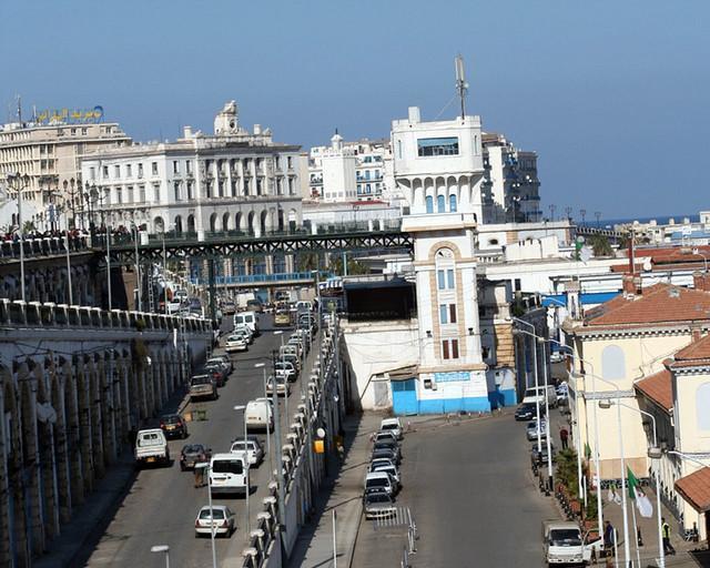 Alger la blanche rampe chasse loup laubat gare centrale for Chambre de commerce francaise en italie