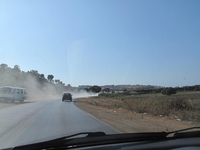Pollution sur la route nationale (Tipaza)