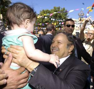 الرئيس عبد العزيز بوتفليقة يزور مدينة سطيف في 25 أوت 2005