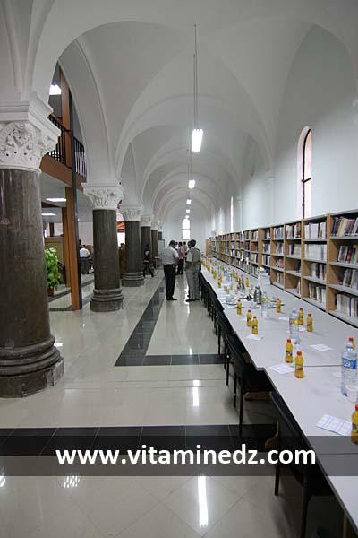 60825-l-eglise-sait-michel-de-tlemcen-amenagee-en-une-jolie-bibliotheque.jpg