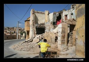 حي تبانة القديم يسقط حطاما بمرور الزمان