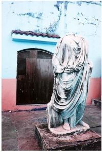 تمثال روماني عند مدخل متحف أحسن شبلي