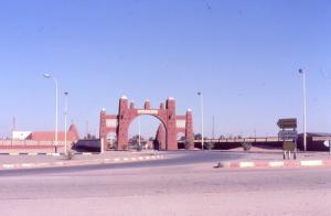 بناء هندسي عند الدخول إلى بلدية تميمون (ولاية أدرار)