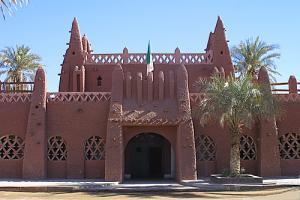 بناء هندسي جميل عند مدخل بلدية تميمون (ولاية أدرار)