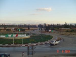 Rond point à la sortie Ouest de la Commune de Oued-Fodda (Wilaya de Chlef)
