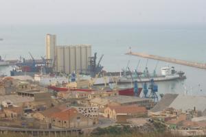 ميناء مدينة مستغانم
