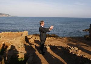 France's Foreign Affairs Minister Bernard Kouchner visits the archeological