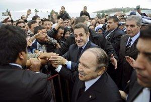 الرئيس الفرنسي في زيارة رسمية للجزائر