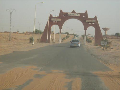 Entrée Nord de la ville de In Salah (sud Algerien)