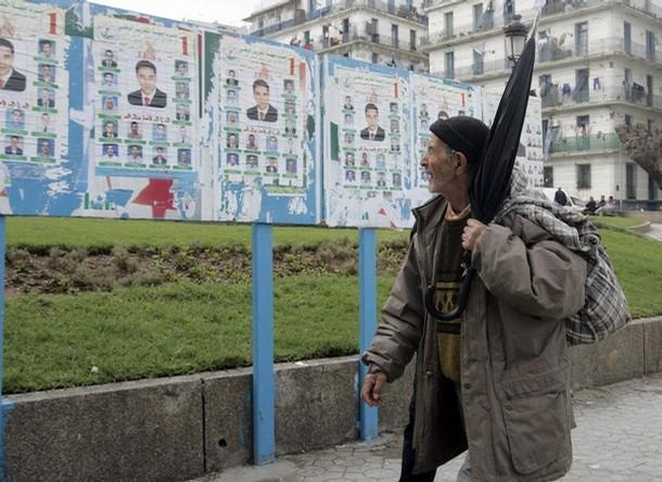 لوائح انتخابية في الجزائر