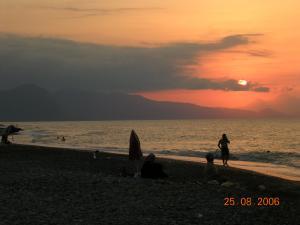 غروب الشمس على شاطئ ملبو