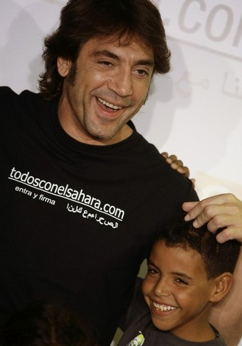 Oscar-winning Spanish actor Javier Bardem poses with a Sahrawi
