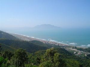 منظر شامل لشاطئ تيشي (ولاية بجاية)