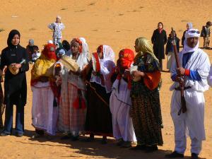 مهرجان رقص تقليدي بضواحي