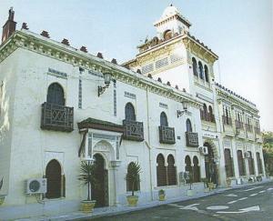 مبنى إستعماري قديم بوسط مدينة سكيكدة