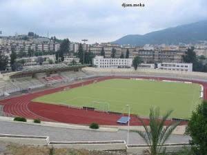 ملعب كرة القدم بمدينة تيزي وزو