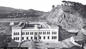 صورة قديمة لمدرسة البنات (الفترة الإستعمارية)